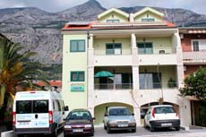 Apartments Makarska - private accommodation Tony